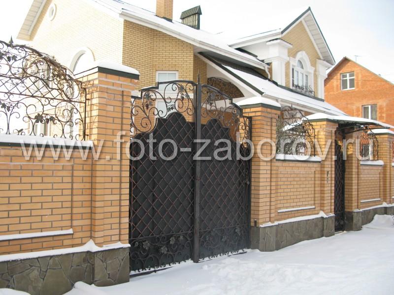 Красивые металлические ворота с коваными