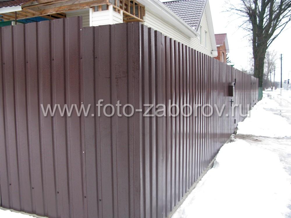 Недорогой забор из коричневого профлиста без кирпичных