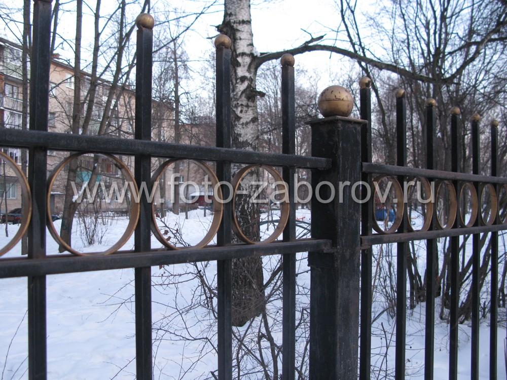 Фото Школьный забор. Простой, бюджетный, с позолоченными