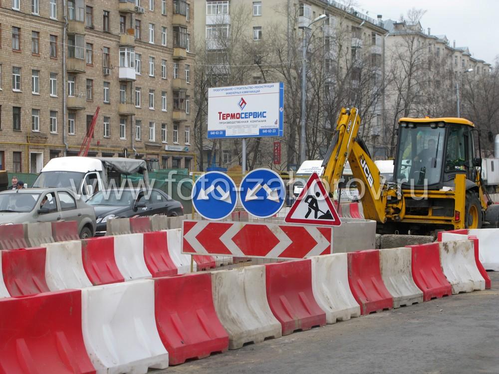Фото Водоналивные пластиковые ограждения при строительстве станции метро Бутырская в