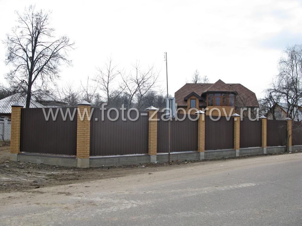 Цветовое решение для особняка - жёлтые стены фасада и тёмно-коричневая крыша гармонирует цветовым