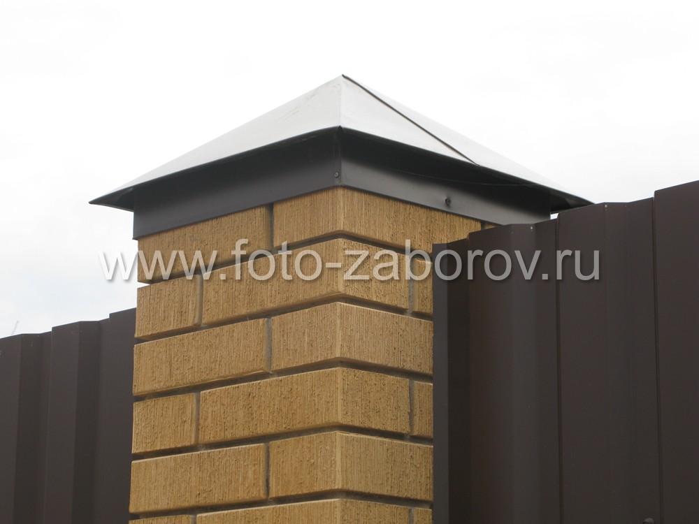На фото - кладка столба в полтора кирпича, колпак цвета RAL