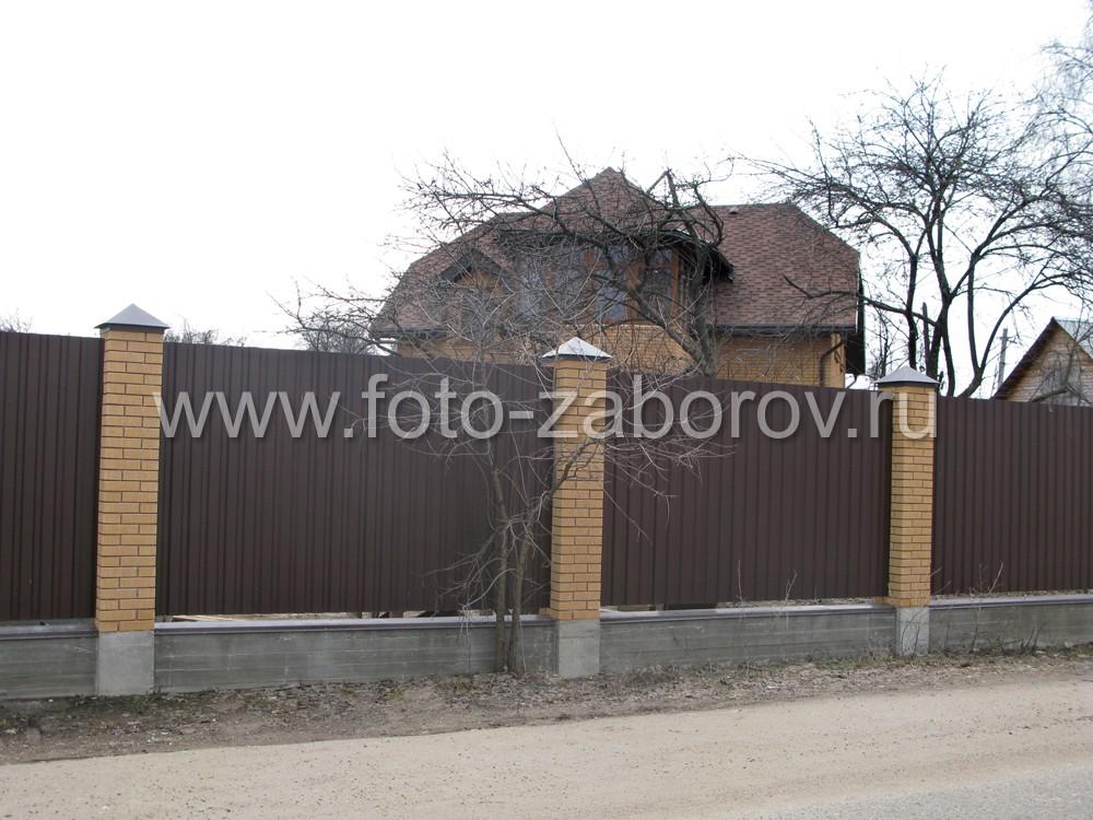 Единое стилистическое решение в оформлении фасада дома и лицевой стороны