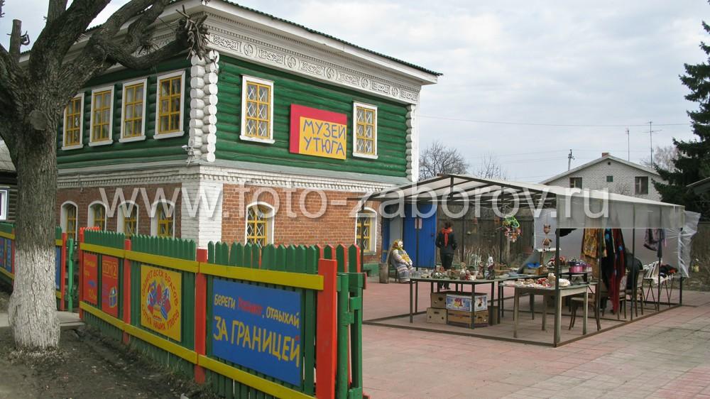 Главный вход музея утюгов в
