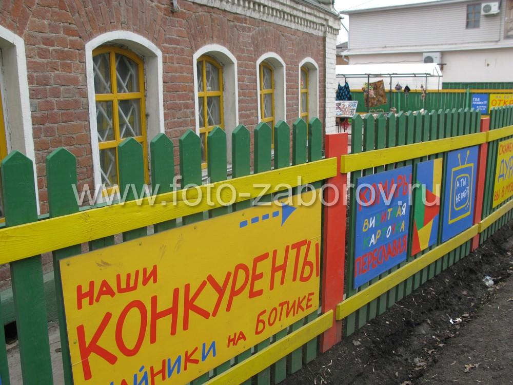 Фасадная сторона стены музея. Бывший купеческий