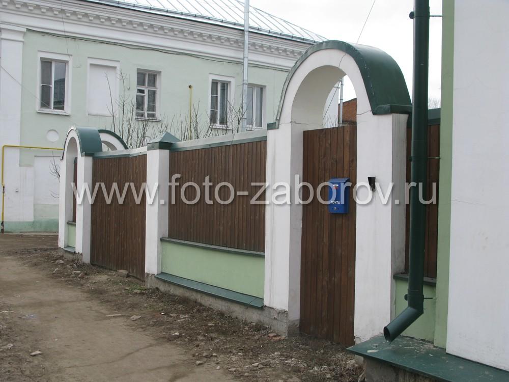 Фото красивого комбинированного забора в Ростове