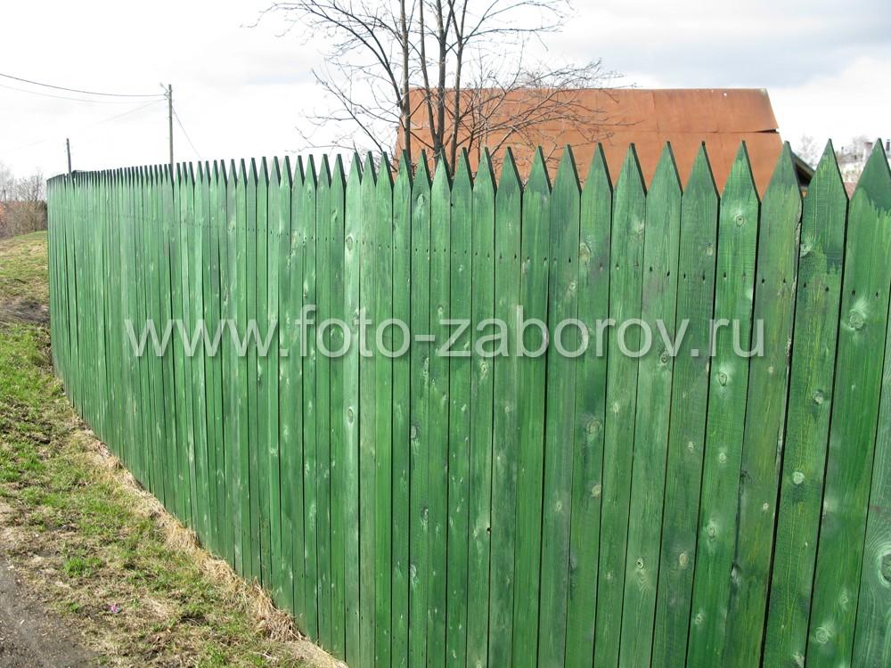 Один из видов деревянной ограды - простой