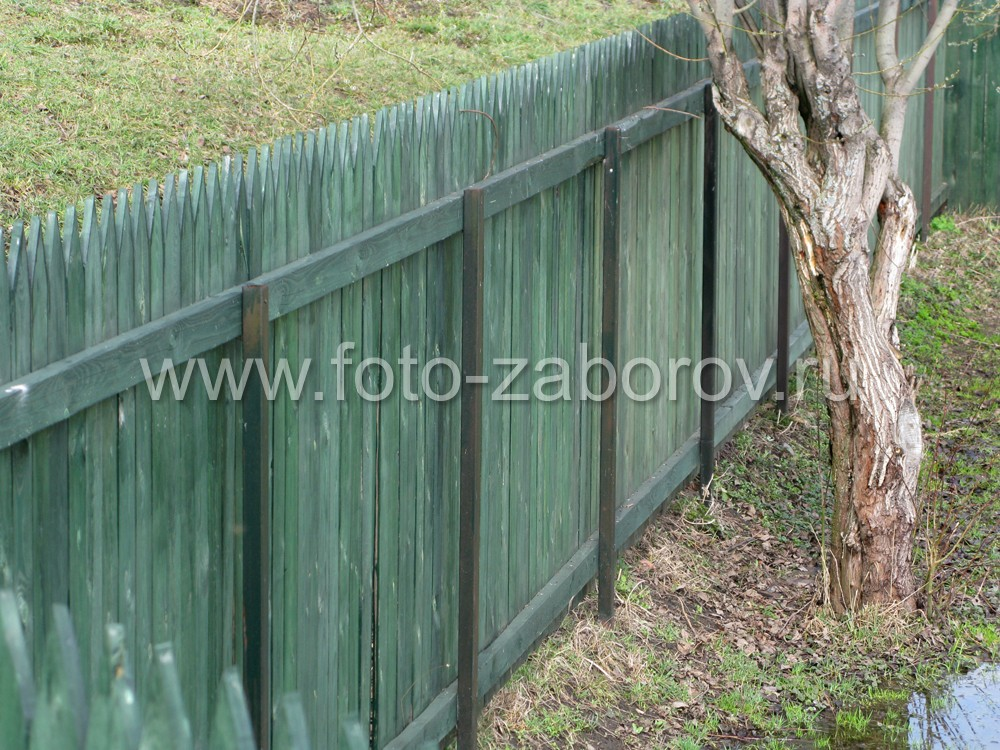 Каркас деревянной ограды на двух