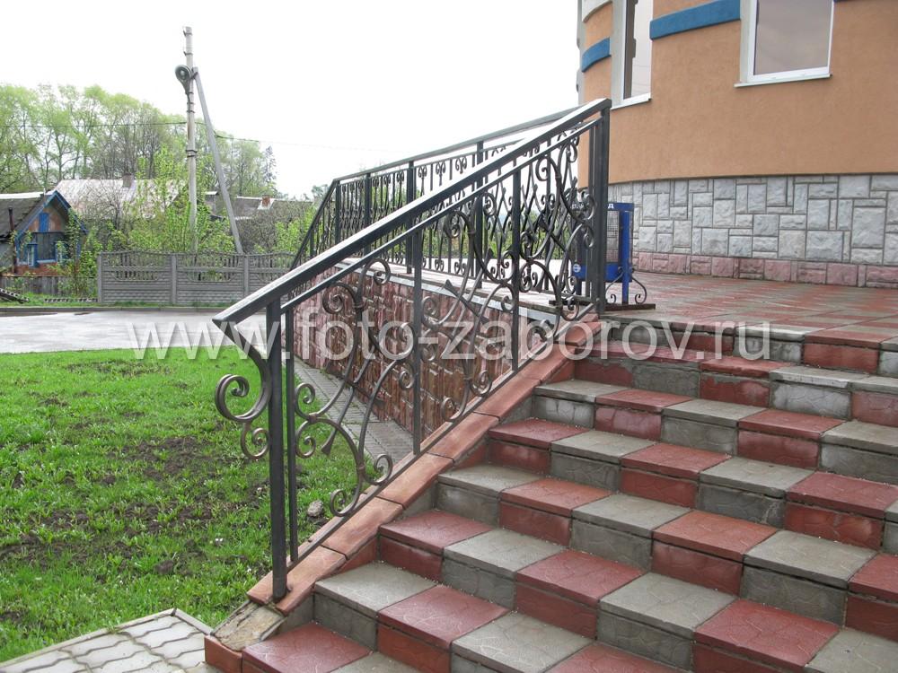 Лестница с мозаичной плиточной