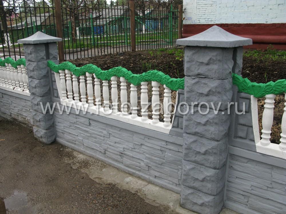 Красивый еврозабор из бетона для клумб и зелёного