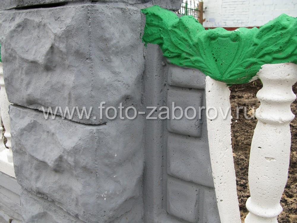 Место стыка панели со столбом для прочности заливают жидким бетоном - такой забор не будет
