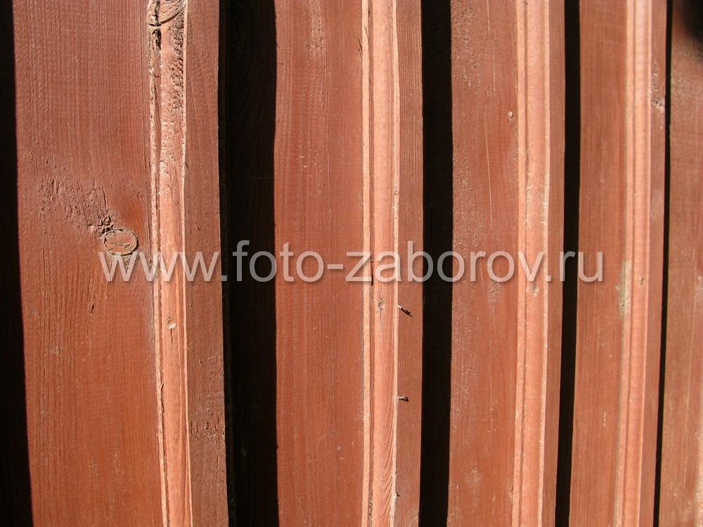 Фото Природное тепло и уют дарит деревянный забор жителям Зелёного