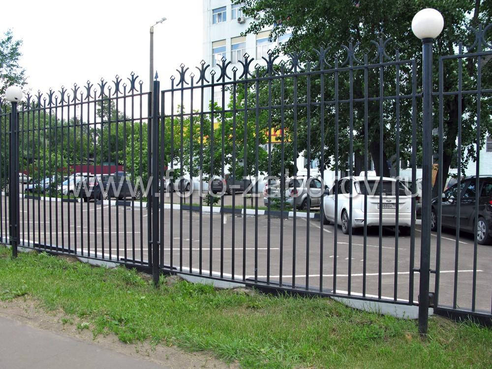 Металлические ограждения  парковочных мест