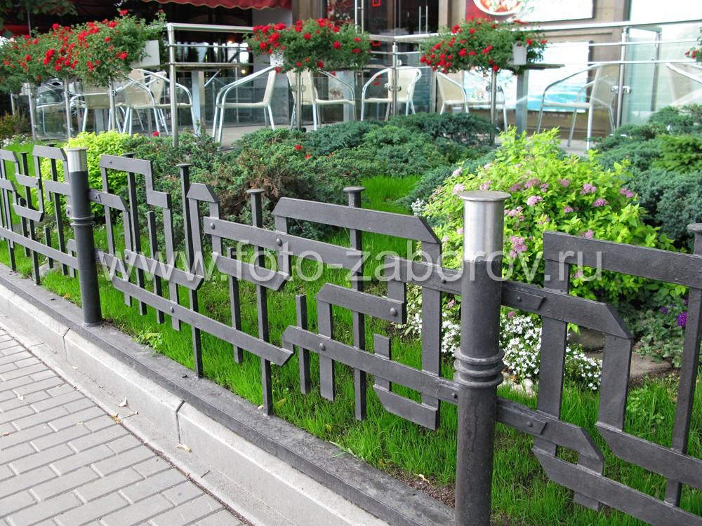 Изготовление такой кованой ограды - занятие хлопотное, но результат того