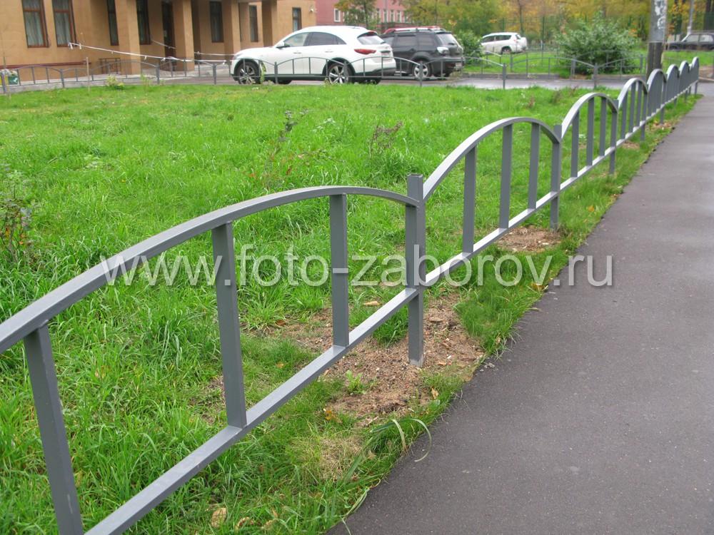 Фото Недорогое вандалостойкое ограждение городских газонов. Металлическая ограда, которая легко