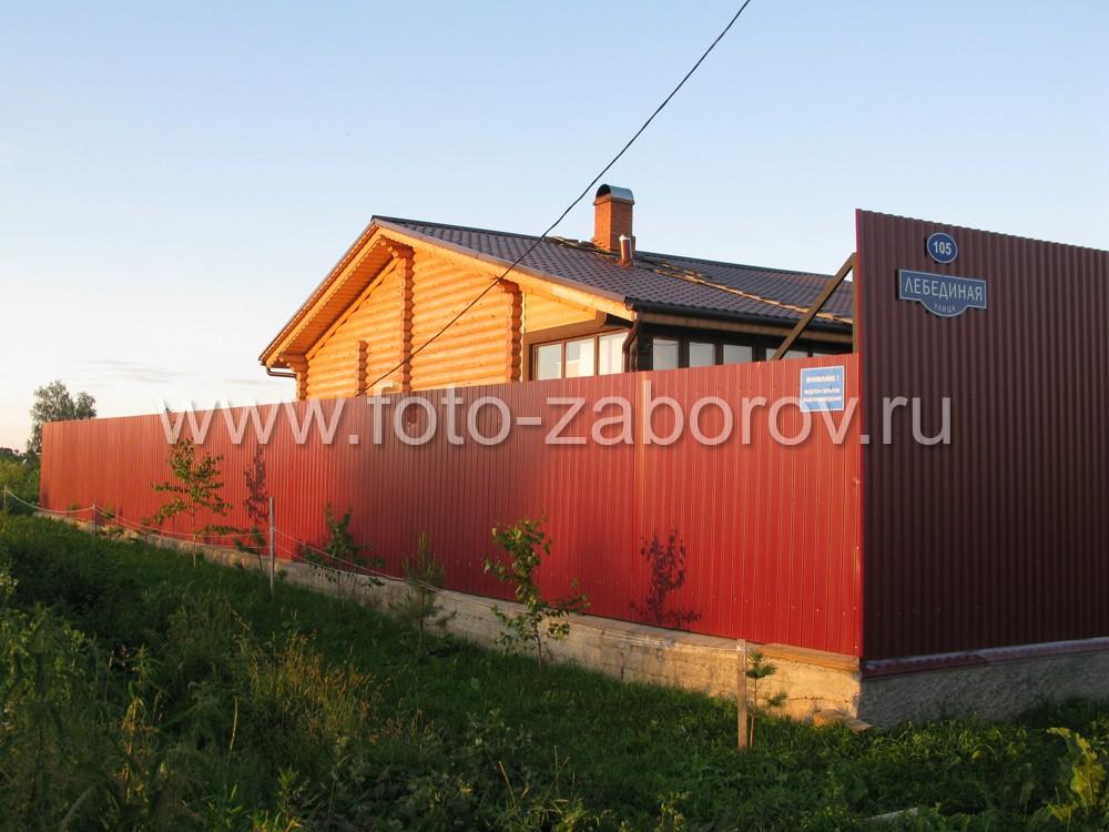 Частный дом в красных лучах заходящего