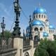 Ковано-литая ограда храма Живоначальной Троицы на Борисовских прудах в Москве - безупречная строгость линий и глубина форм в богоугодном месте.