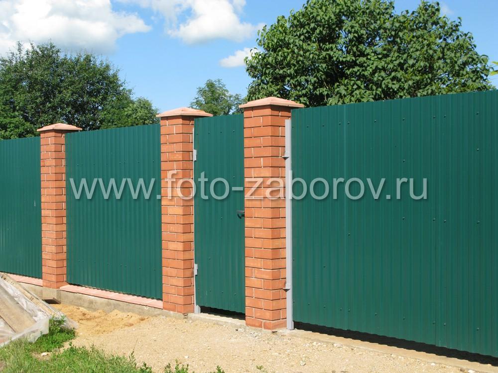 Зелёный забор из профнастила; в палитре RAL