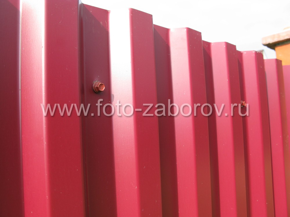 Фото профлиста с профилем C21 красно-коричневого цвета РАЛ
