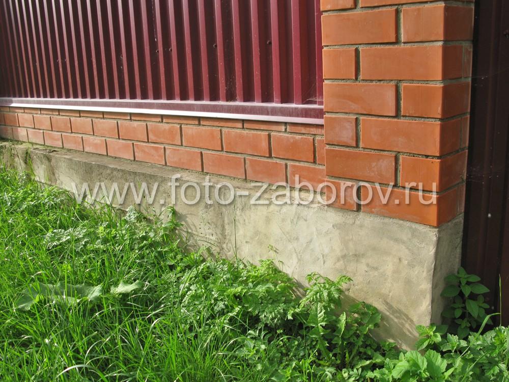 За счёт неровности грунта ленточный фундамент может выступать над землёй на значительную