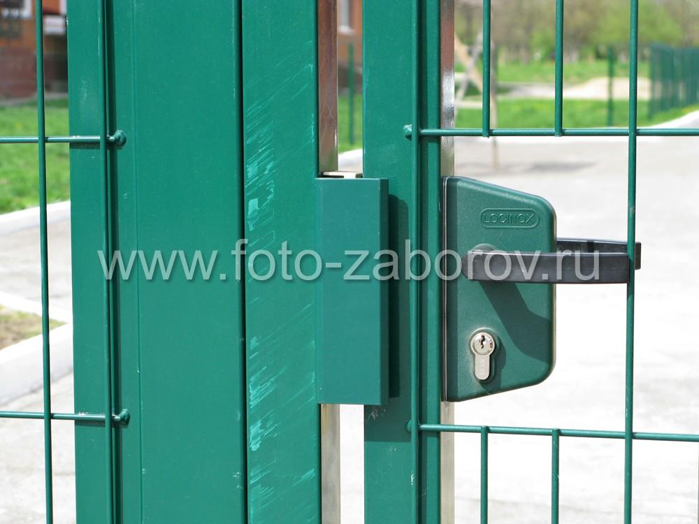 Фото Эстетичное ограждение таунхаусов из сварной сетки с полимерным покрытием и фурниртурой LOCINOX