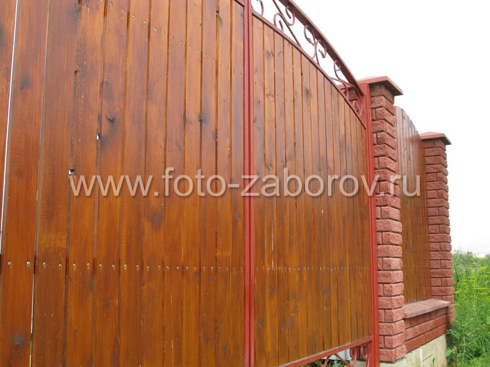 Деревянная обшивка створок ворот из декоративного