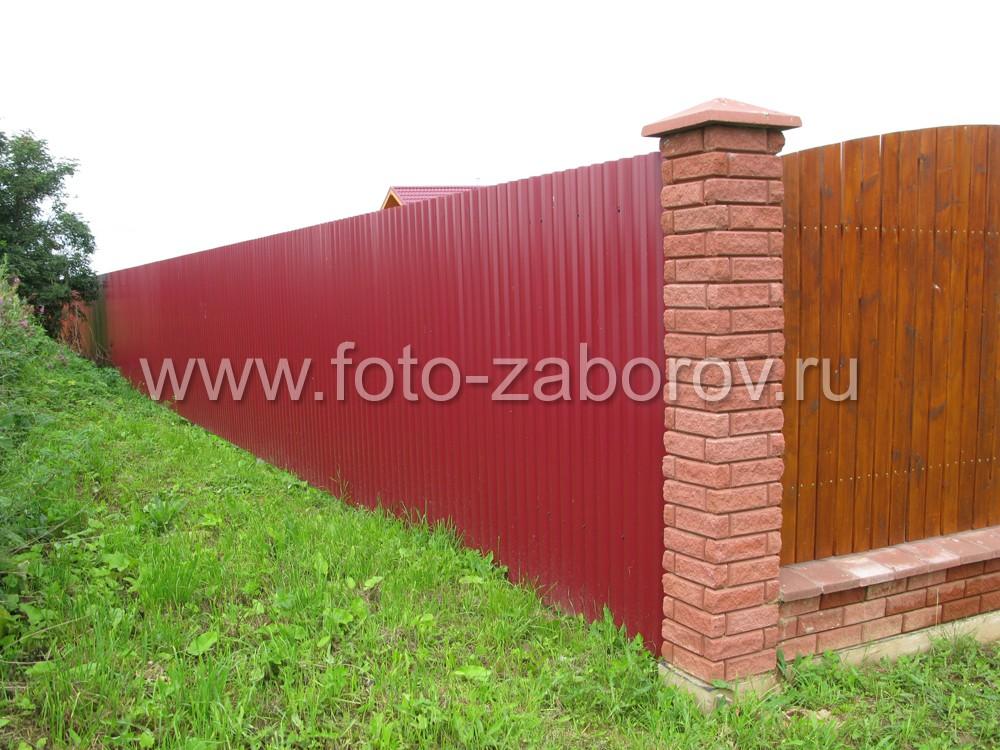 Фасадная часть ограды представлена дорогим качественным комбинированным забором, остольные грани