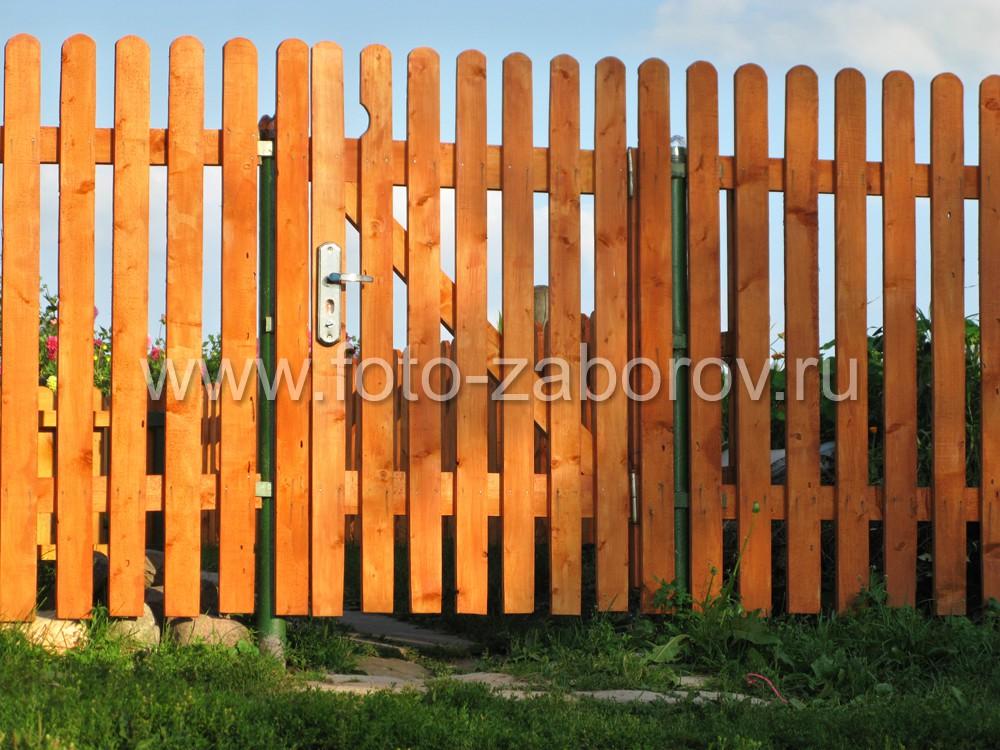 Вторая калитка в заборе. Перепада высот нет, установлена в один уровень с линией