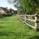Бревенчатая околица частного коттеджного посёлка. Идеальный газон. Уютно, как в деревyшке хоббитов…