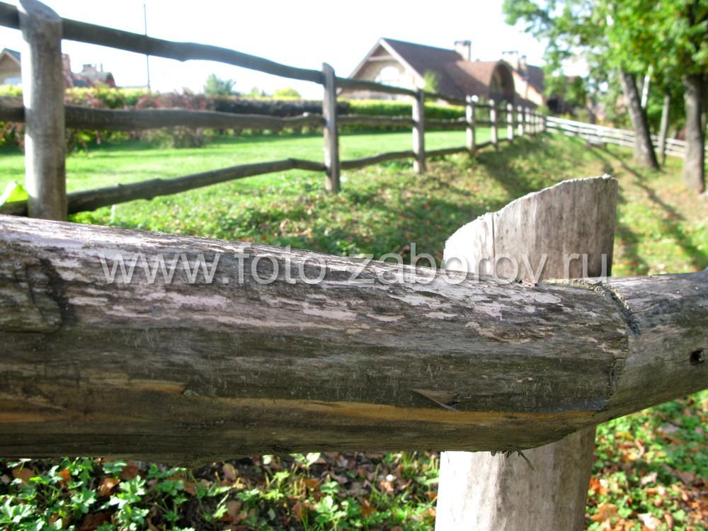 Горизонтальные брёвна-слеги монтируются к столбам обычными, но крупными