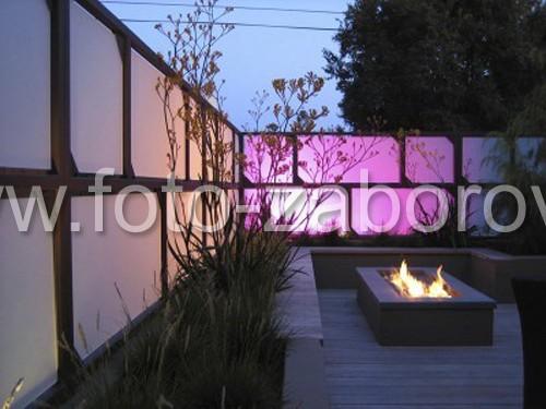 Фото Забор из светопрозрачного материала с внутренней подсветкой. Когда бюджет не ограничен, и уже