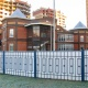 Комбинированный забор из металла и поликарбоната ограждает новый детский сад