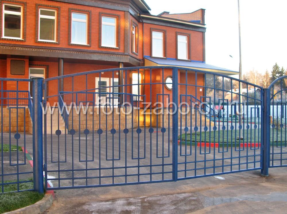 Забор и ворота из металлических профилей для детского дошкольного