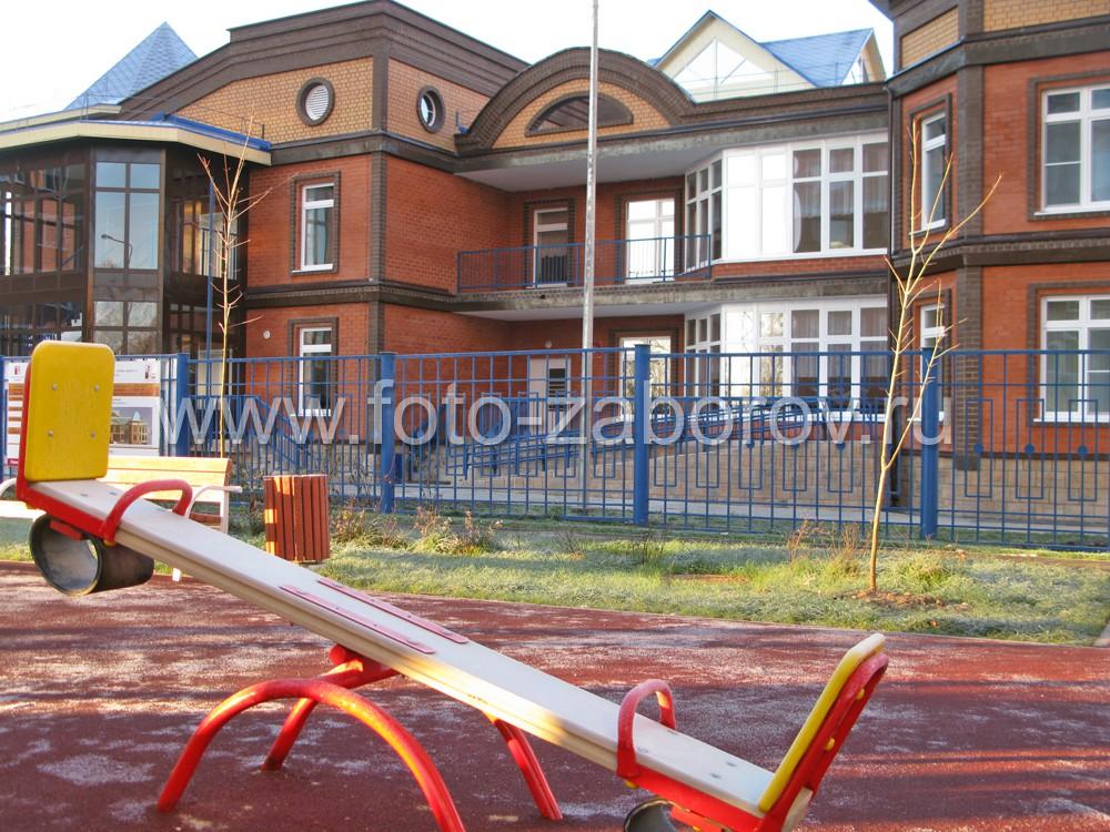 Детская площадка рядом с новым