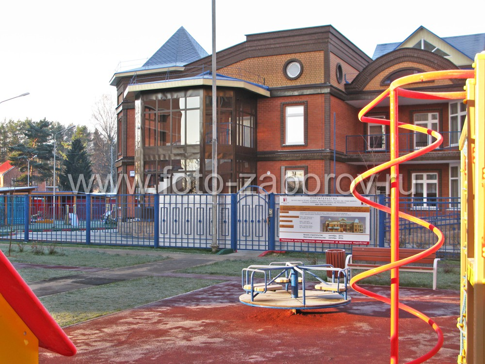 Детская игровая площадка, горка-спиралька у нового