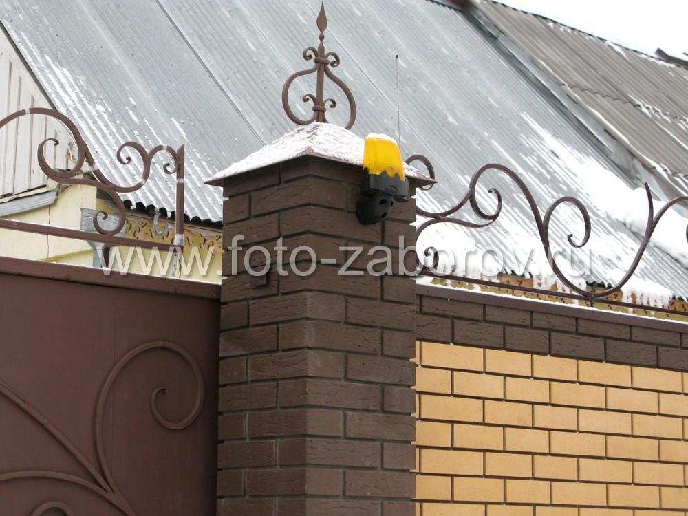 Фото сигнальной лампы CAME KIARO в уличном исполнении (корпус ABS класс защиты 54) на настенном