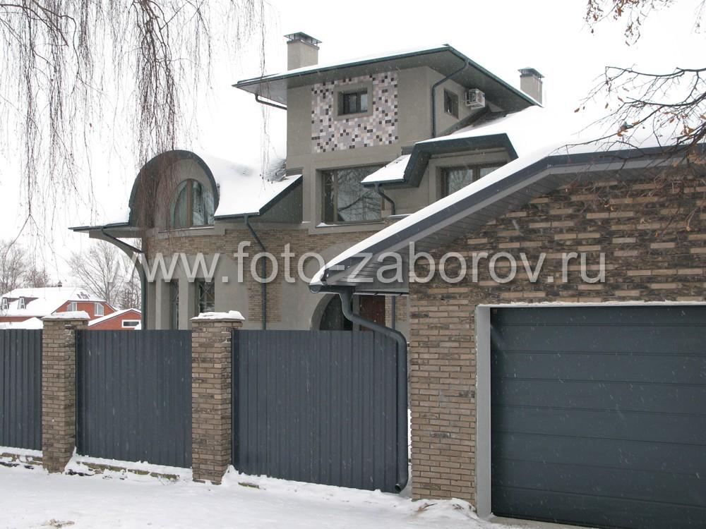 Дом-коттедж с обилием элементов в нестандартном архитектурном