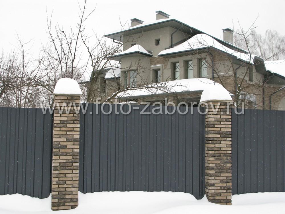 Дом-коттедж изобилует необычными формами не только с фасадной, но и с задней стены, обращённой в