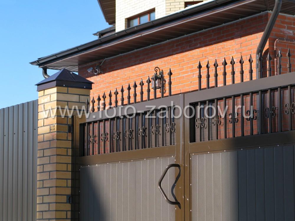 Створки ворот имеют шарнирную фиксацию в трех точках по высоте: верхней, средней и