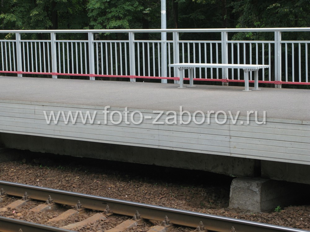 Фото Ограждения из стеклопластиковых профилей для железнодорожных платформ. Практичное и эстетичное