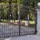 Входная группа - распашные ворота и калитка украшены коваными элементами: декоративными угловыми вставками, вставками на пруток, коваными пиками.