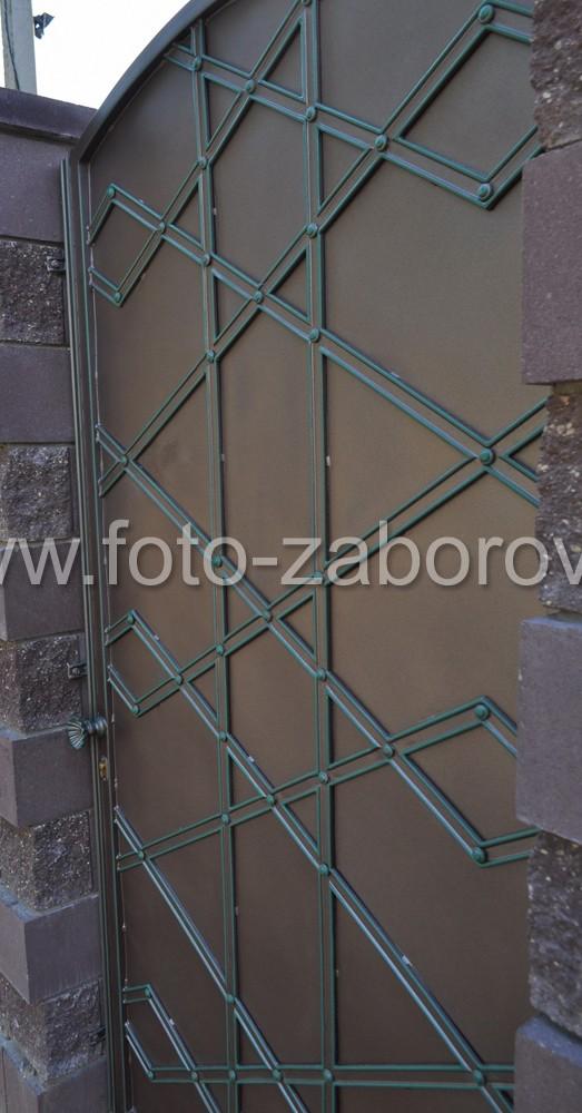 На картинке - пример декорированной входной