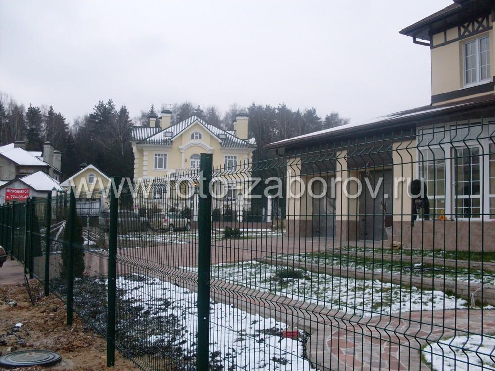Фото Модульное ограждение из сварной сетки вокруг коттеджного посёлка: строится быстро, смотрится