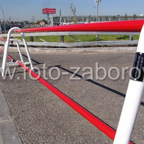 Фото металлического барьера для автотранспорта с двумя