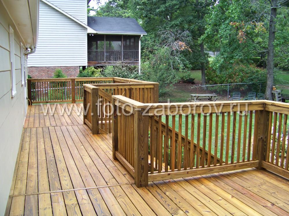 Конструктивное  исполнение террасы с двумя площадками удобно при проведении детских праздников: