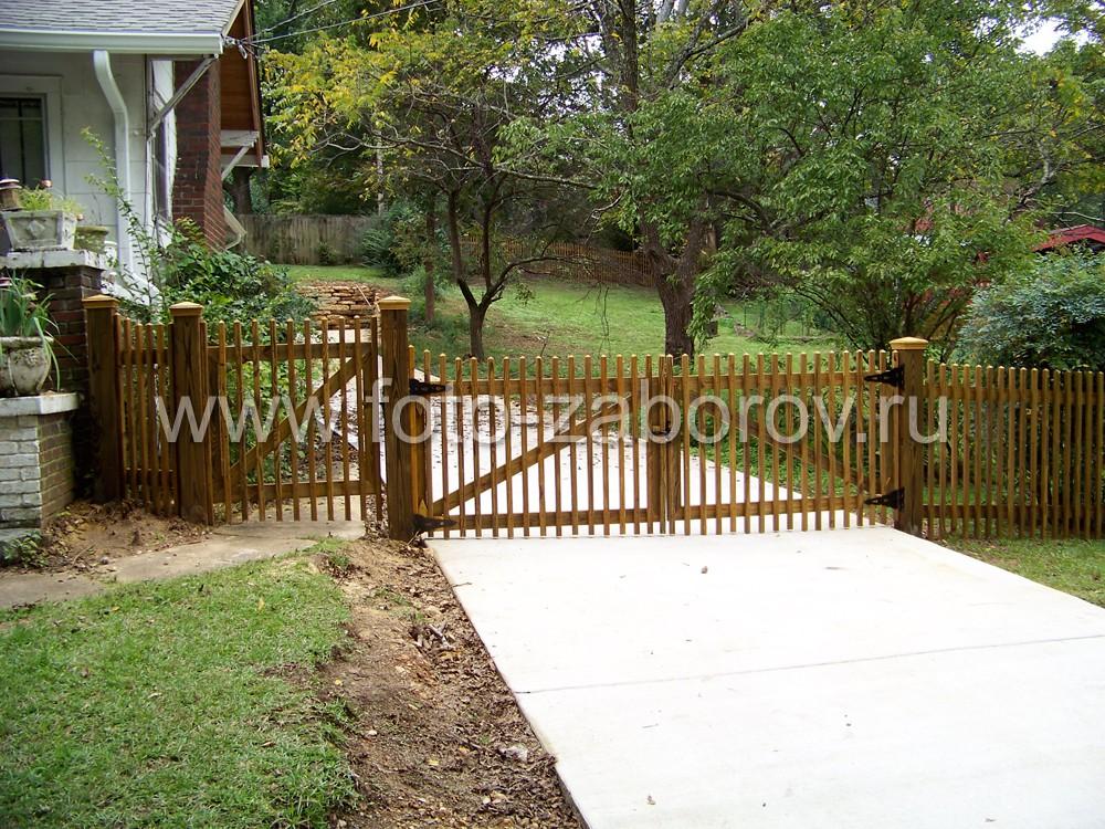 Качественные деревянные ворота классической конструкции: двустворчатые с диагональным ребром