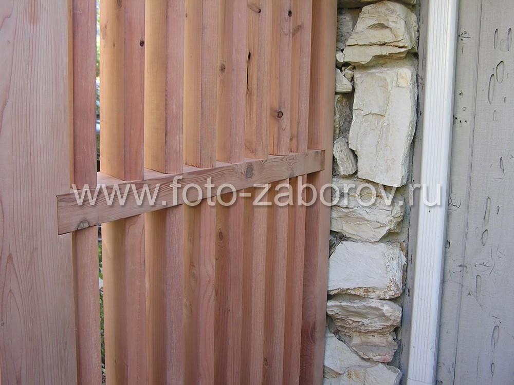 Вертикальные доски образуют красивую деревянную
