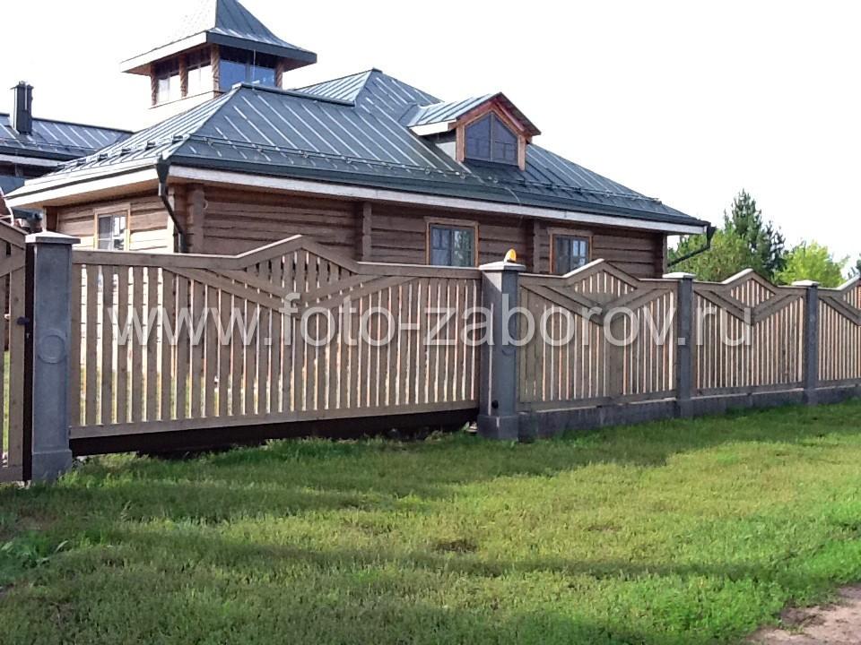 Внешний вид деревянного забора, для которого установлены откатные ворота (см. предыдущее фото).