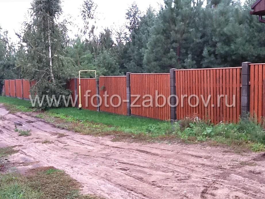 Деревянный забор дачного участка по периметру в 300 метров длиной, числом досок 4000