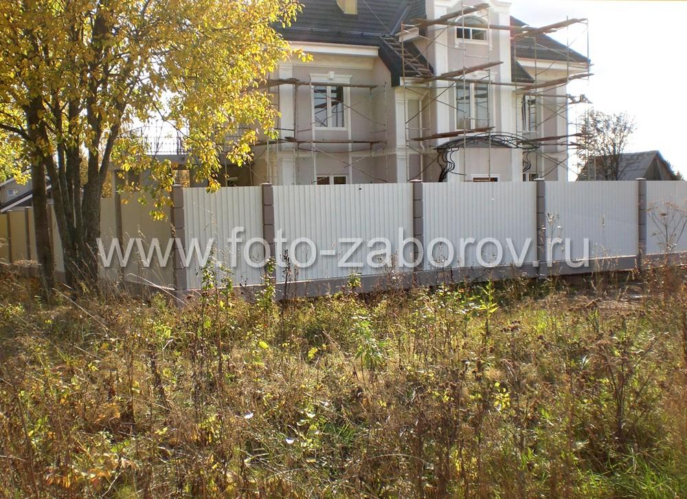 Ограждение частного дома из белого